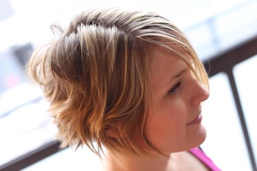 Lyhyt hiustenleikkaus