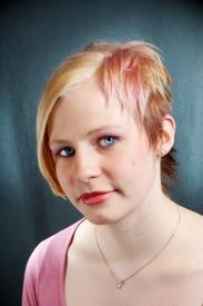 Värikäs hiustenväri