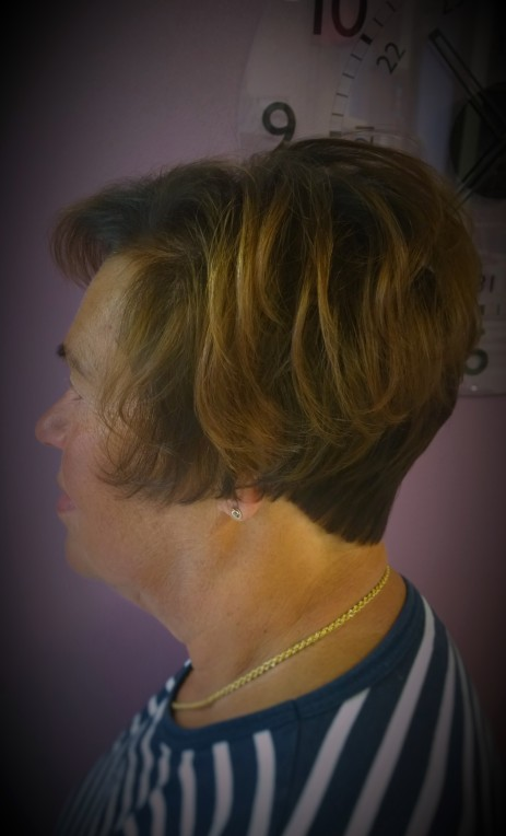Helppo hiustenleikkaus